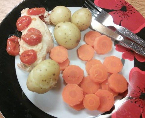 Lemon chicken with carrots and potatoes