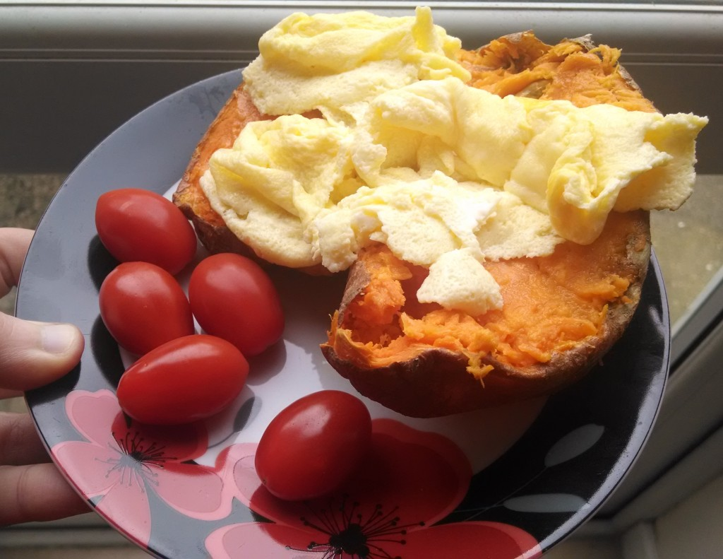Sweet potato with egg and tomatoes