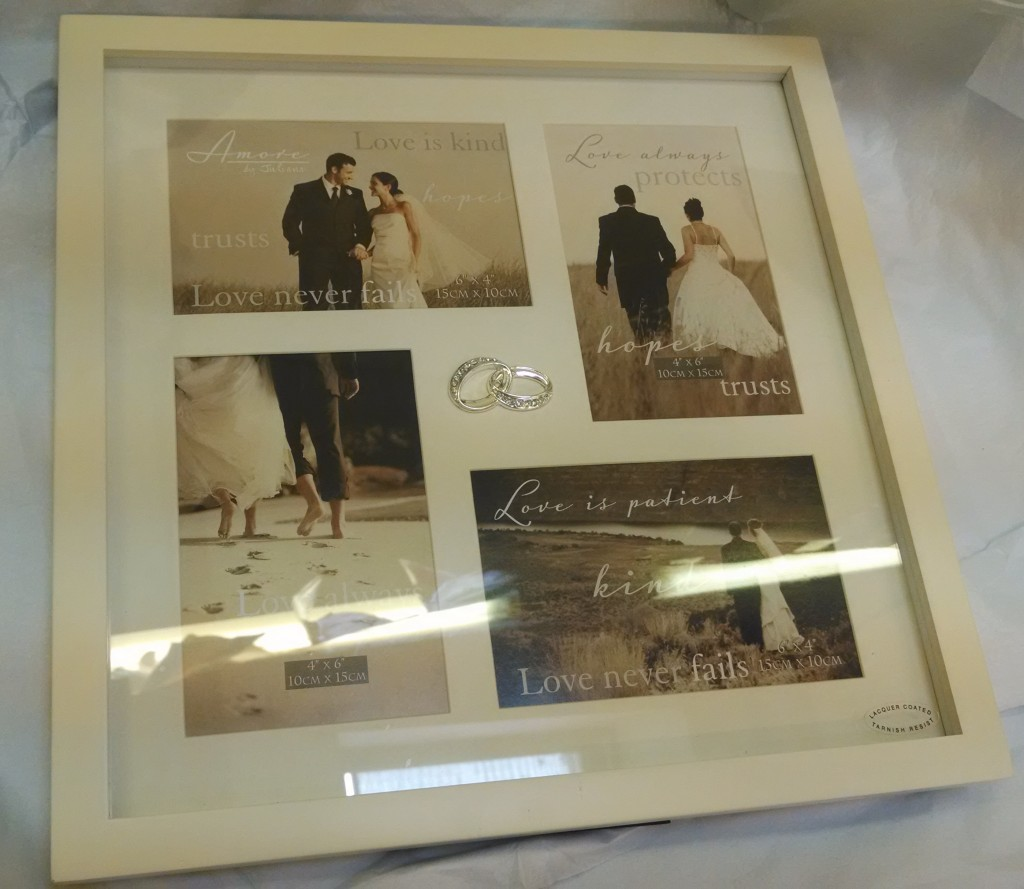Wedding frame with rings