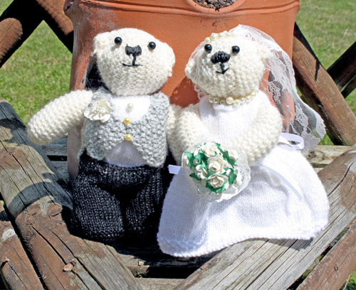 Wedding knitted bears