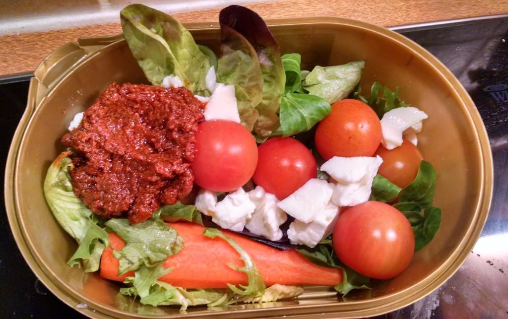 Pesto, mozzarella and tomato salad
