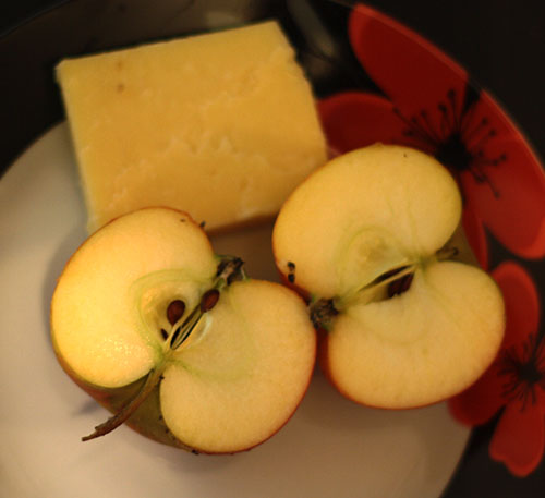 Apples and cheese snack