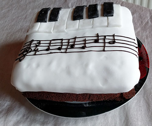 Mum's musical birthday cake