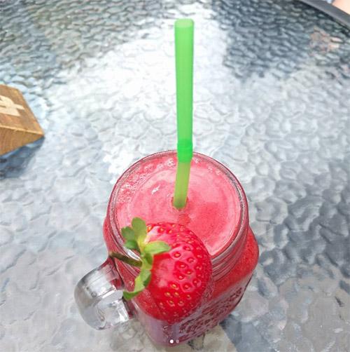 Strawberry and vanilla fruit crush