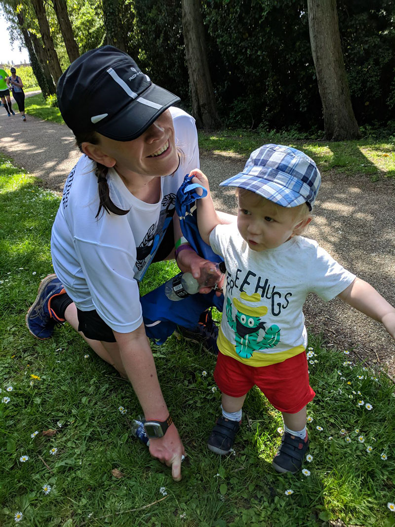 Milton Keynes Marathon - stopping with Oscar at mile 15